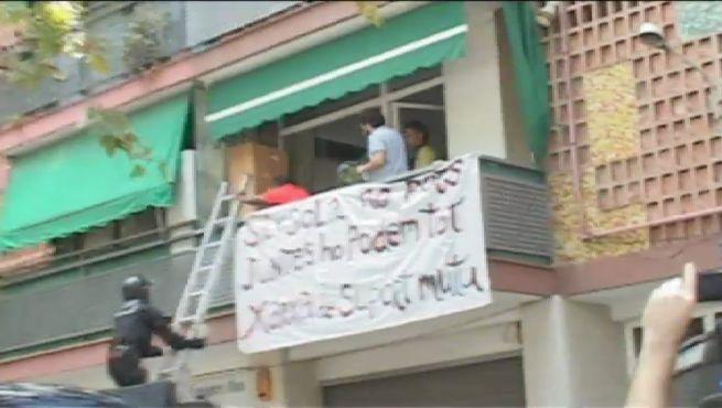 Al menos 367 niños catalanes, pendientes de desahucio